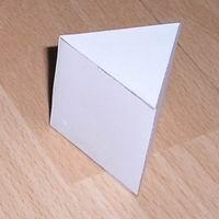 Üçgen prizma resmi