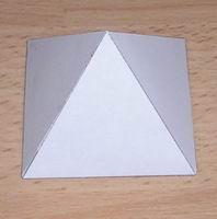 Kare piramit resmi